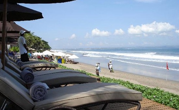 Pantai-Seminyak-Bali