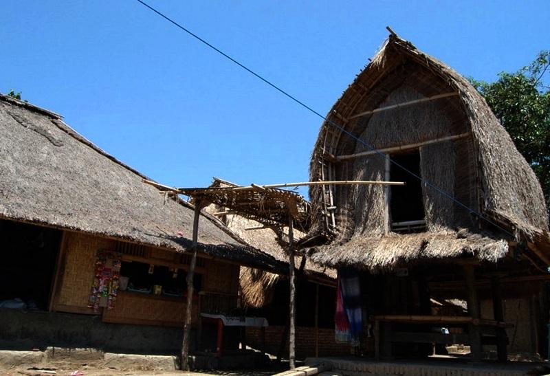 Tempat Wisata di Lombok Desa Sade