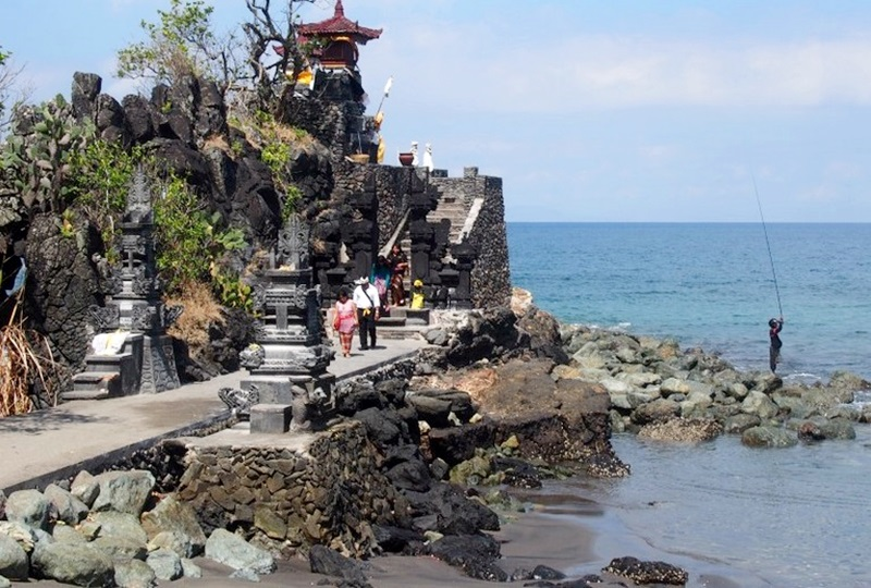 Objek Wisata Batu Bolong Lombok
